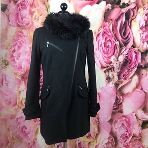 •Zara• Jacket with fur collar